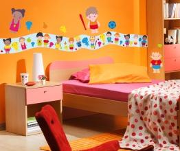 Déco pédagogique et ludique avec ces bébés à habiller+frise. http://www.wallsweethome.fr/fr/stickers-enfant/stickers-chambre-enfants/stickers-personnages-deco-enfant/