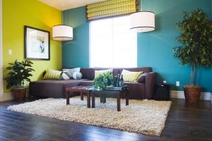 Choisir des couleurs froides pour agrandir la pièce.