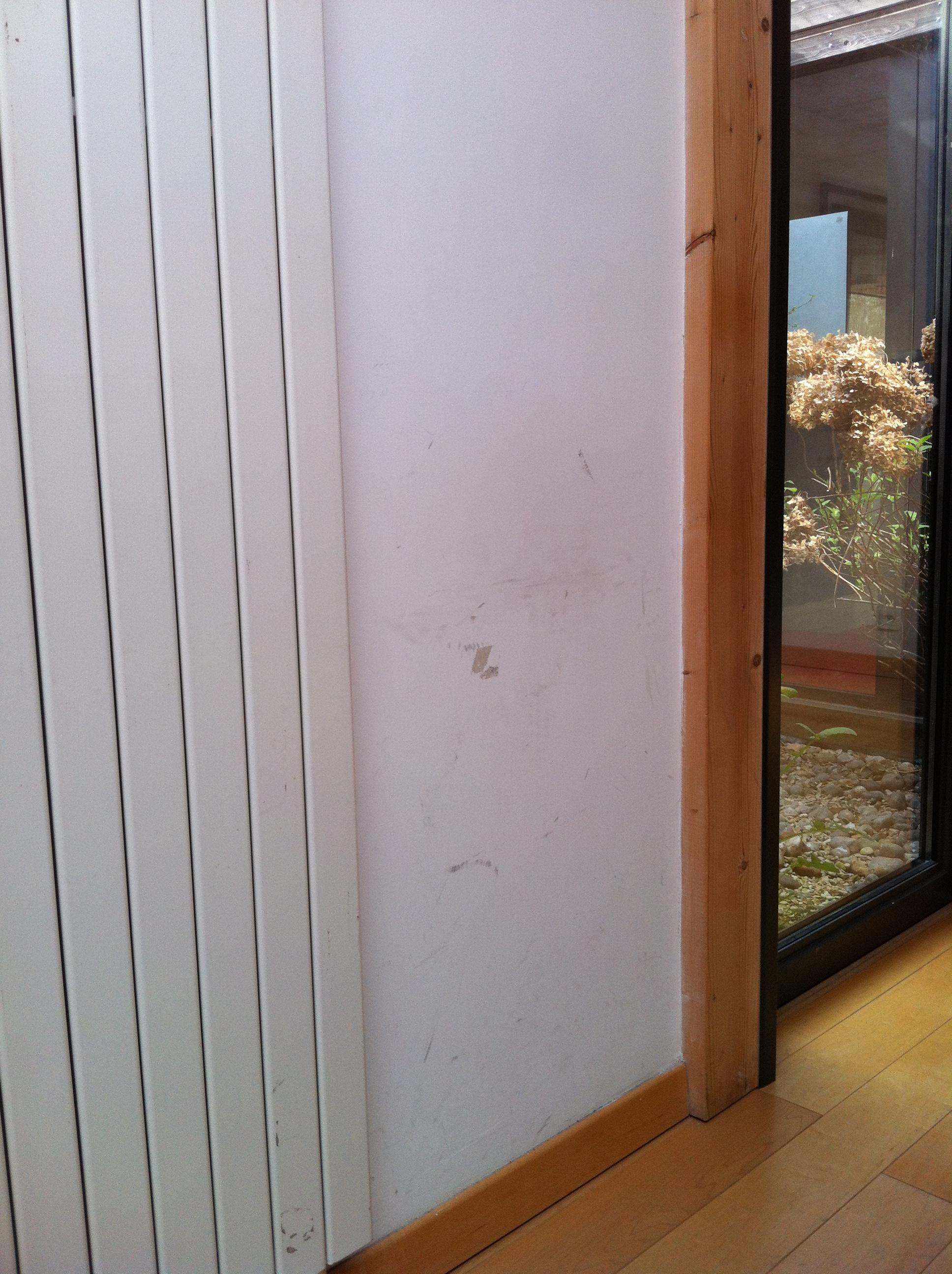 Cacher Trou Carrelage Salle De Bain comment cacher un défaut sur un mur ? « décore la vie !