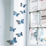 Décoration murale 3D représentant des Papillons 3D en liberty bleu décorant un mur.