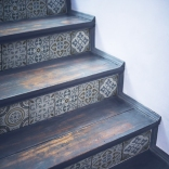 Contremarches adhésives pour escalier avec un motif carreaux de ciment anciens