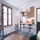 Verrière d'atelier en trompe-l'oeil pour porte dans une cuisine de style industriel