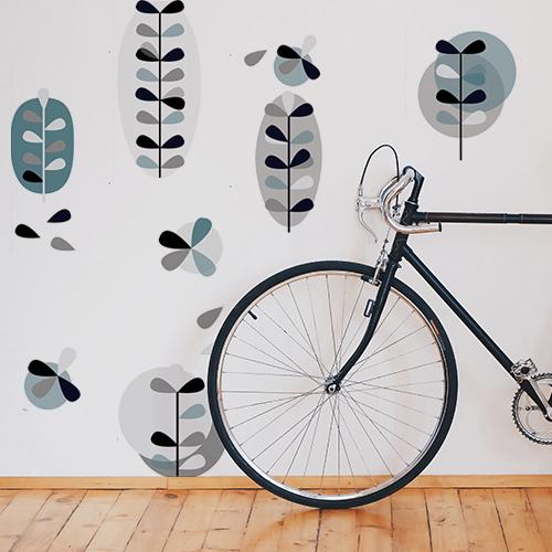 Décoration murale scandinave bleu gris dans une intérieur urbain chic