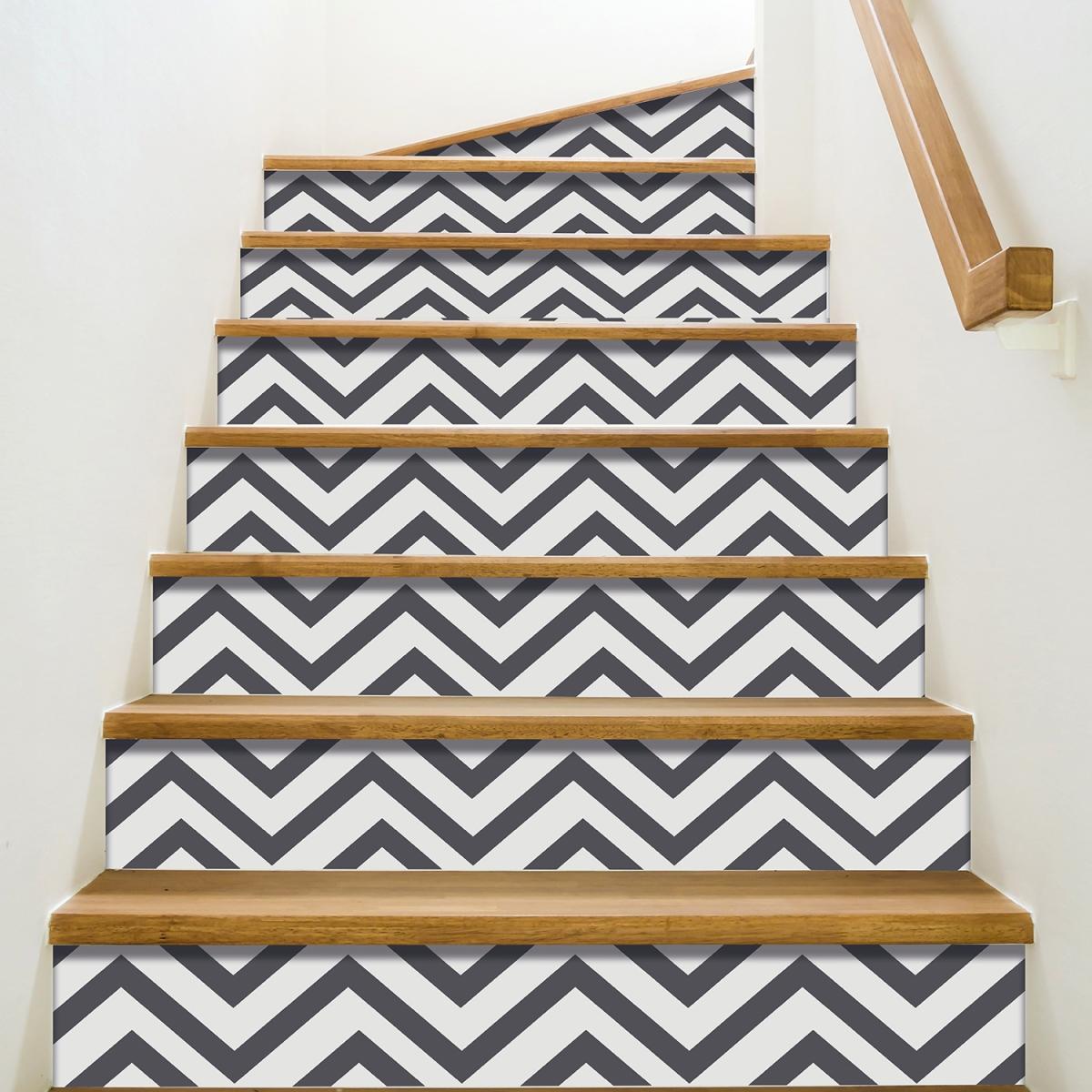 Déco d'escalier avec stickers pour contremarches d'escaliers larges chevrons gris foncés
