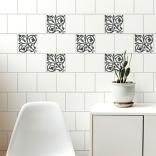 Décoration murale avec stickers carreaux de ciment baroque gris anthracite et blanc